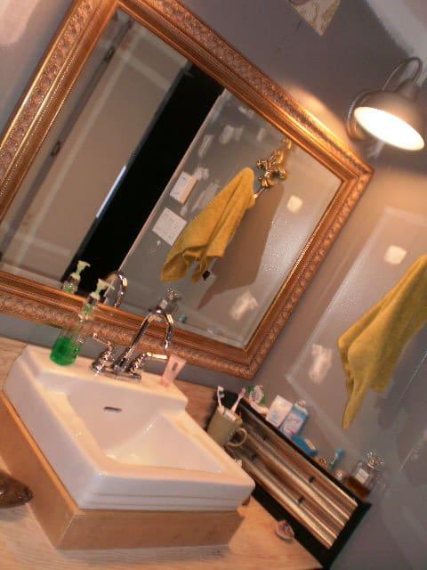 raised-sink-in-mobile-home-bathroom