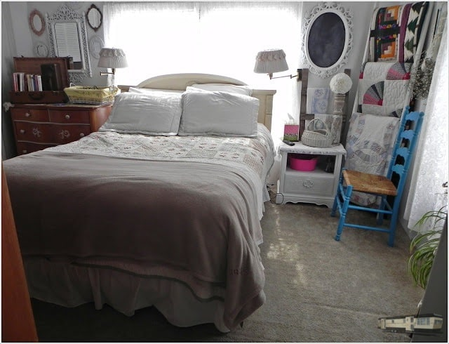 Shabby shic decor to update your mobile home bedroom