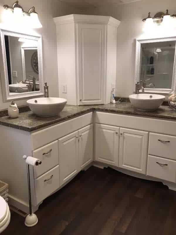 shiplap-farmhouse-decor-bathroom