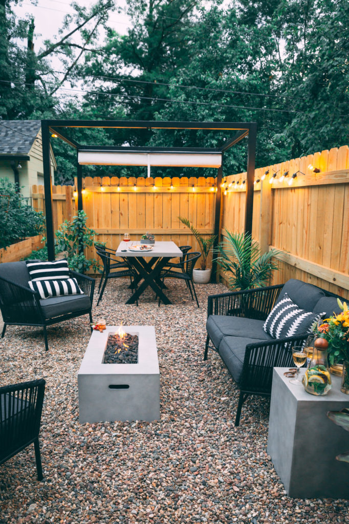 Small space landscaping entertainment space