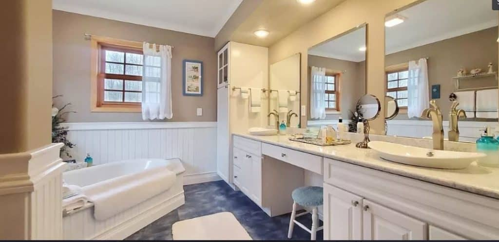 Two in one master bath