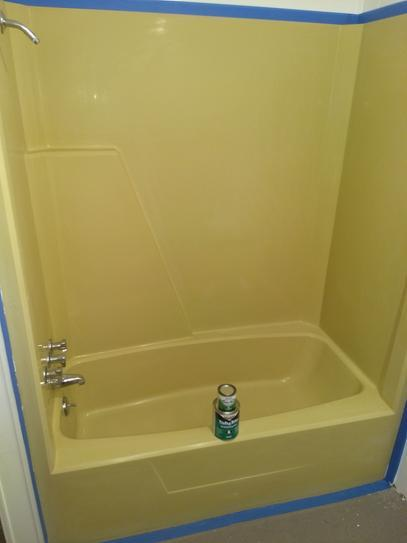 Merveilleux Yellow Bathtub In Mobile Home Before Painting With