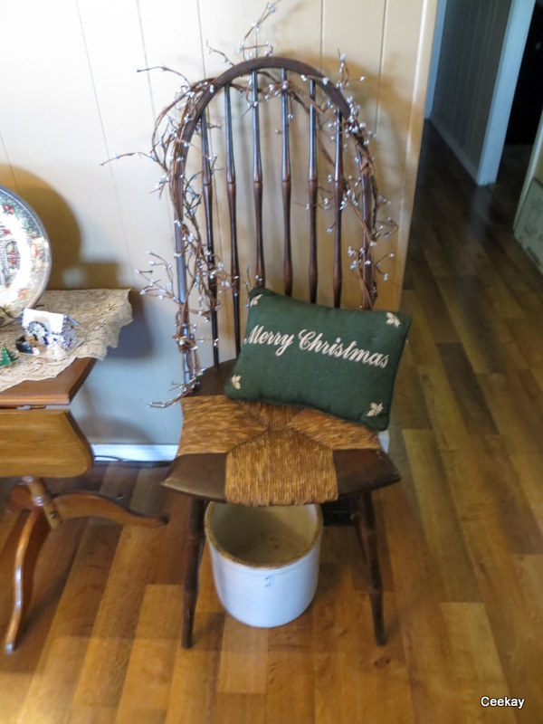 Manufactured Home Holiday Decor Ideas -Living room decorated for Christmas - Primitive Christmas Decor