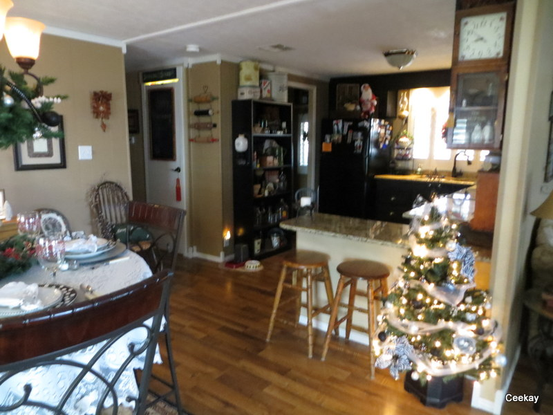 Manufactured Home Holiday Decor Ideas -Living room decorated for Christmas