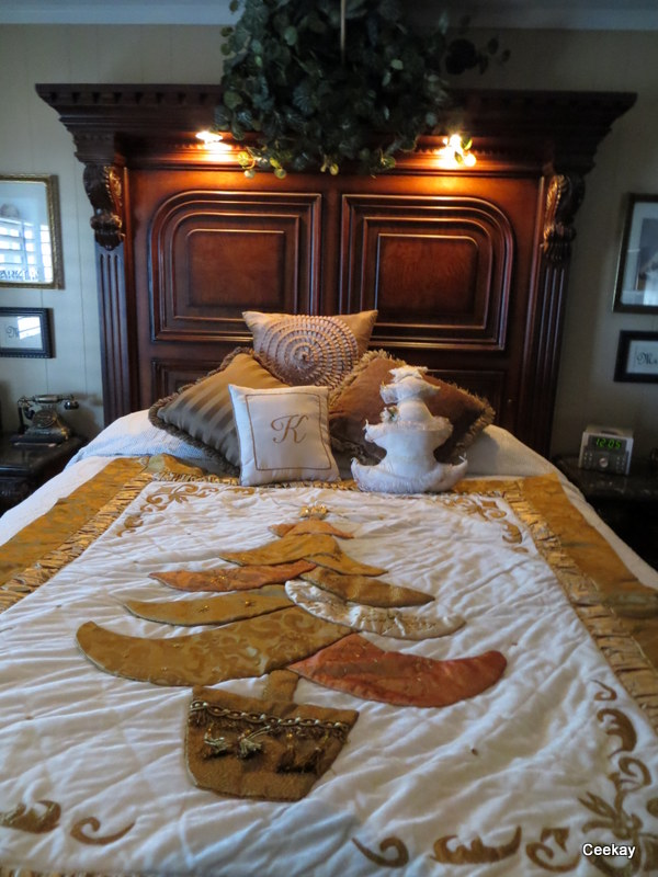 Manufactured Home Holiday Decor Ideas -Living room decorated for Christmas - Christmas Quilt on Bed