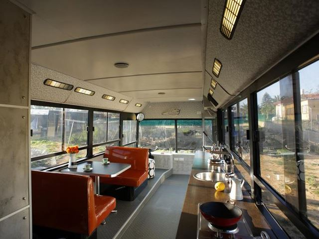 9 awesome vintage buses converted into beautiful mobile homes. Black Bedroom Furniture Sets. Home Design Ideas