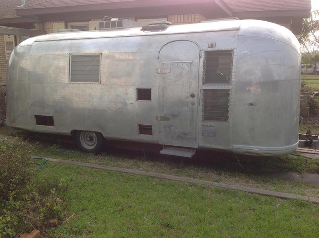Airstream Remodeled into a Salon (4)