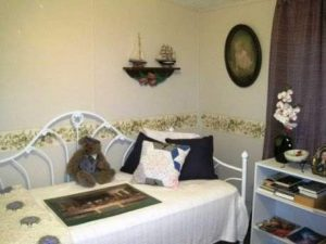 Amazing 2007 Fleetwood manufactured home makeover (guest bedroom before)