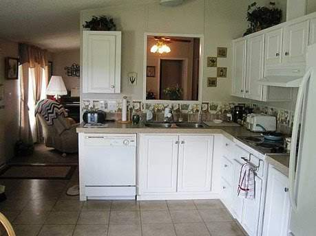 Amazing 2007 Fleetwood manufactured home makeover (kitchen before)