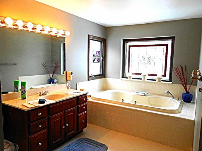 Bathroom 2 - Before Remodel 2