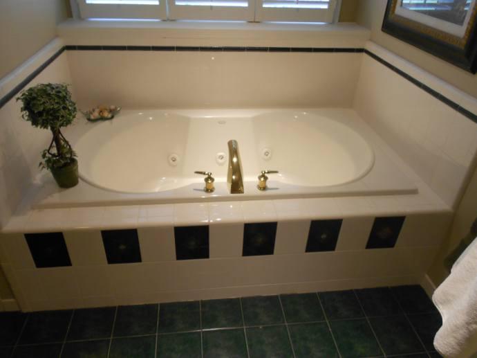 Bathroom Remodel 1 - Bath tub before remodel