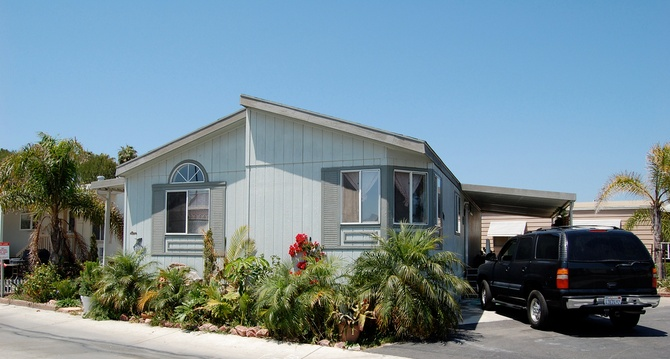 30 Great Mobile Home Exterior Ideas (12)