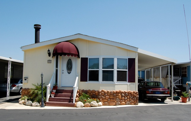 30 Great Mobile Home Exterior Ideas (21)