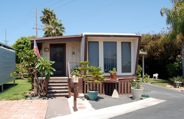30 Great Mobile Home Exterior Ideas (25)
