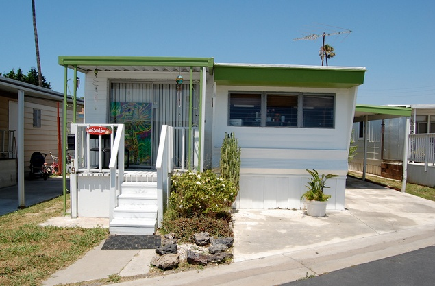 30 great mobile home exterior ideas(8)