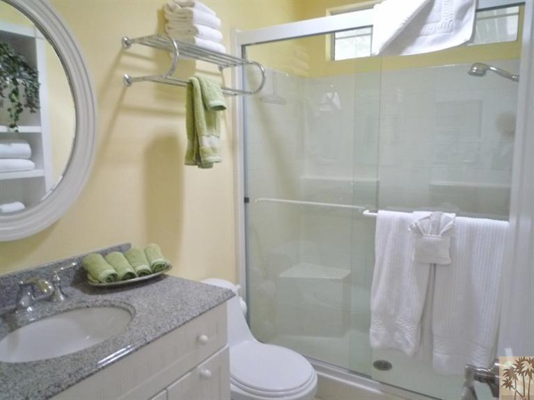 Beautiful double wide decor - bathroom 2