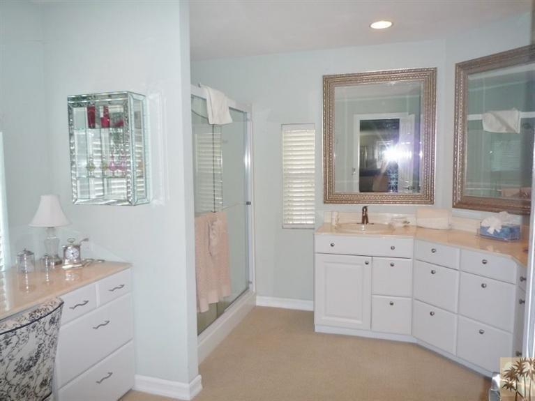Beautiful double wide decor - bathroom