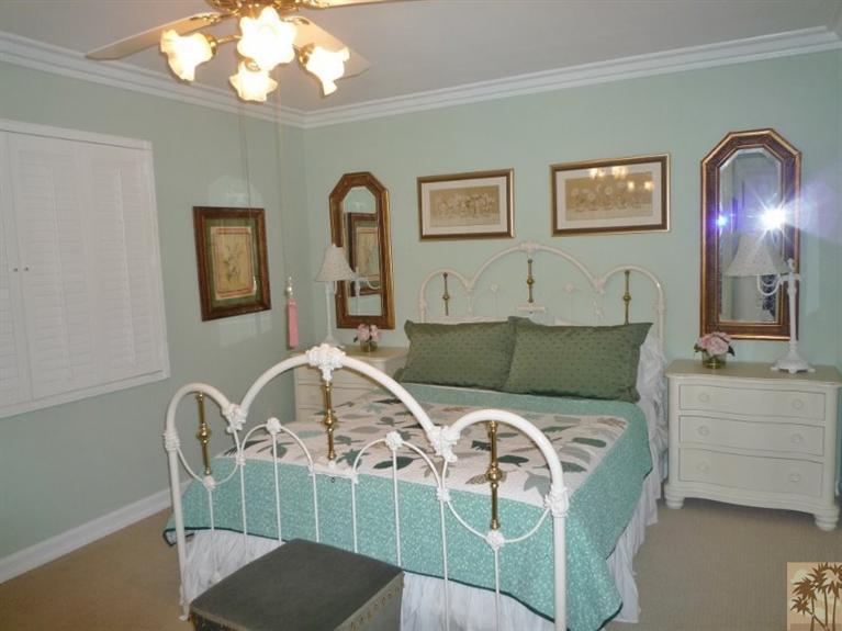 Beautiful double wide decor - bedroom 3