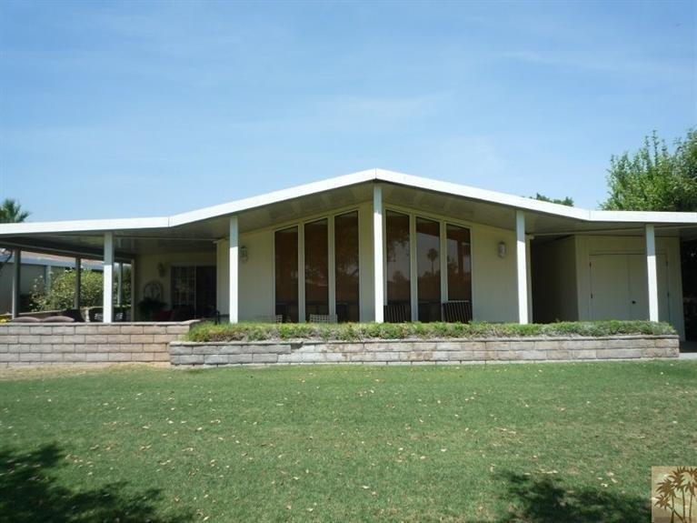 Beautiful double wide decor - exterior shot