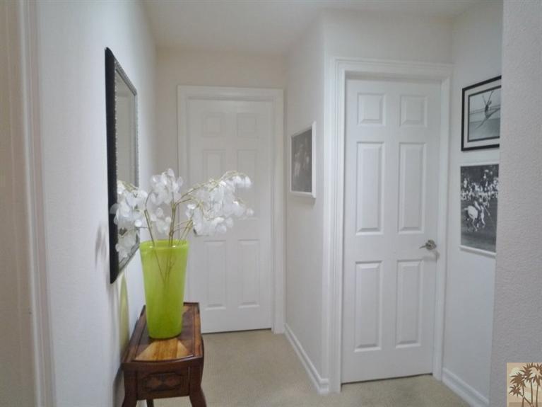 Beautiful double wide decor - hallway