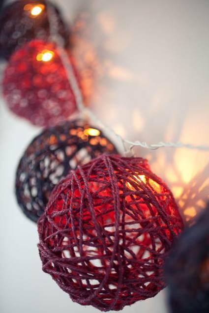 Christmas Garland made from Yarn and light strand - Cheap DIY Christmas Decor