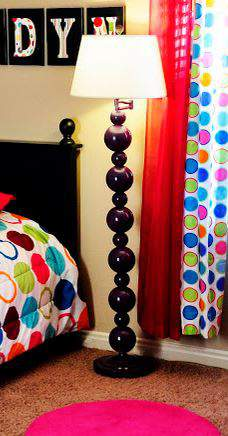 Christmas Ornaments Lamp Makeover - DIY lighting tutorials you can do