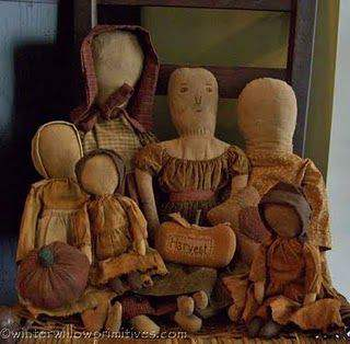Cloth dolls in primitive decor