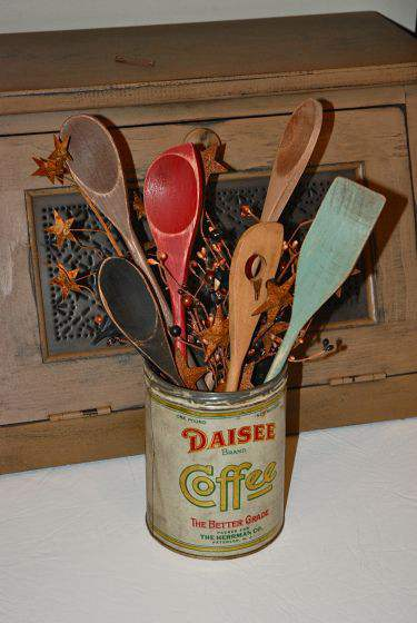 Colorful wooden spoon display - primitive country decorating ideas