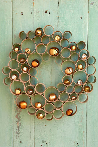 DIY Christmas decor projects-cardboard wreath