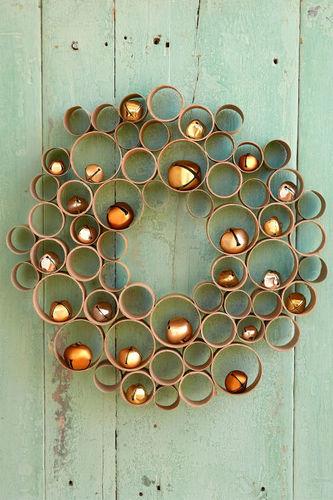DIY Christmas decor projects-cardboard wreath