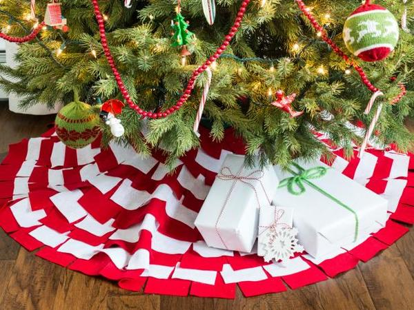 DIY Christmas decor projects-tree skirt