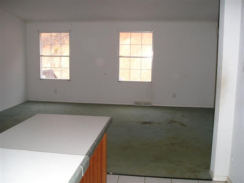 Double wide manufactured family room before makeover 2 - homesteading_