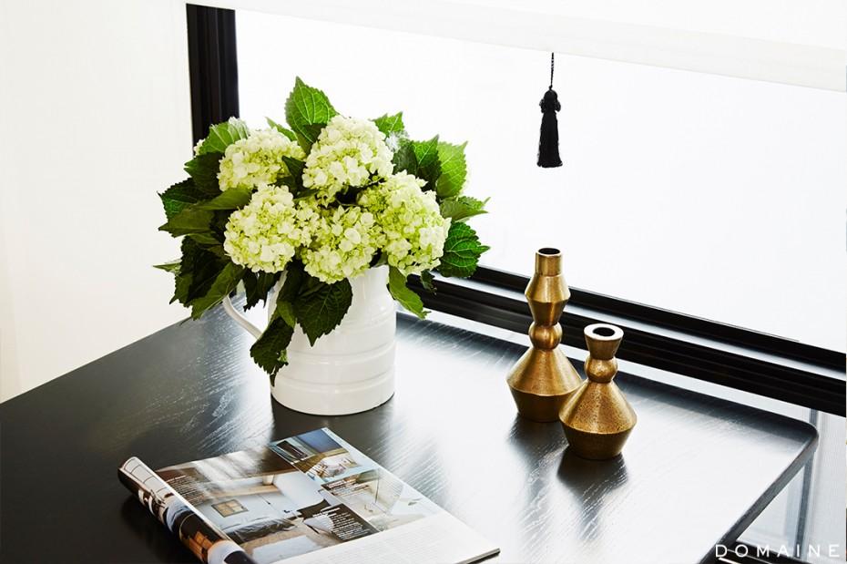 Ellen Pompeo Celebrity Trailer - Dining Table