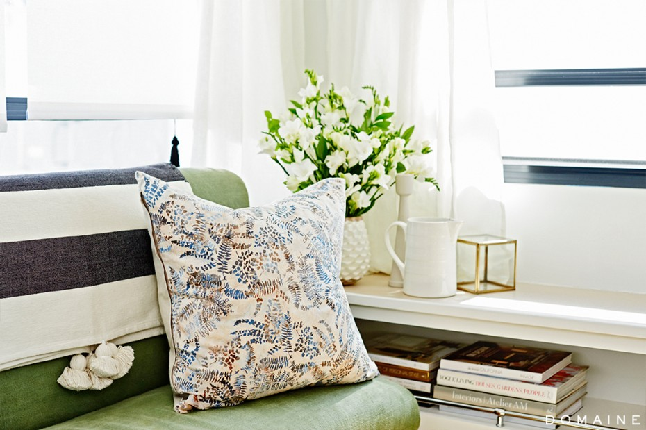 Ellen pompeo trailer - living room corner