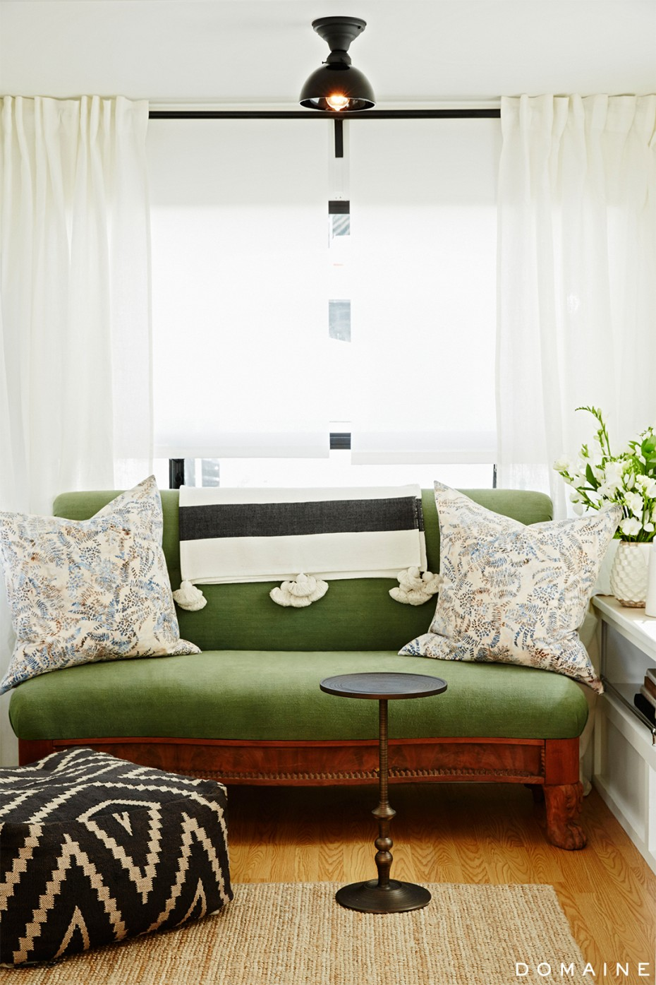 Ellen Pompeo Trailer Living room