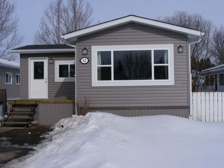 Exterior mobile home remodel - After new siding and windows and roof was installed - liseinalberta blogspot com