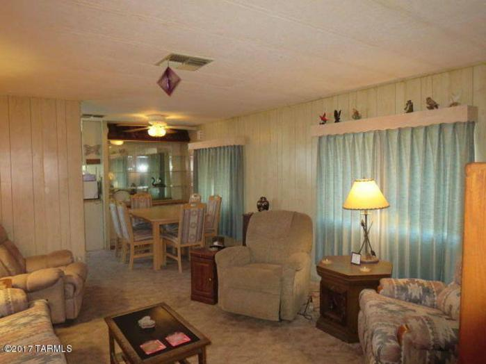 Fleetwood broadmore single wide living room looking into dining room - classic mobile home models