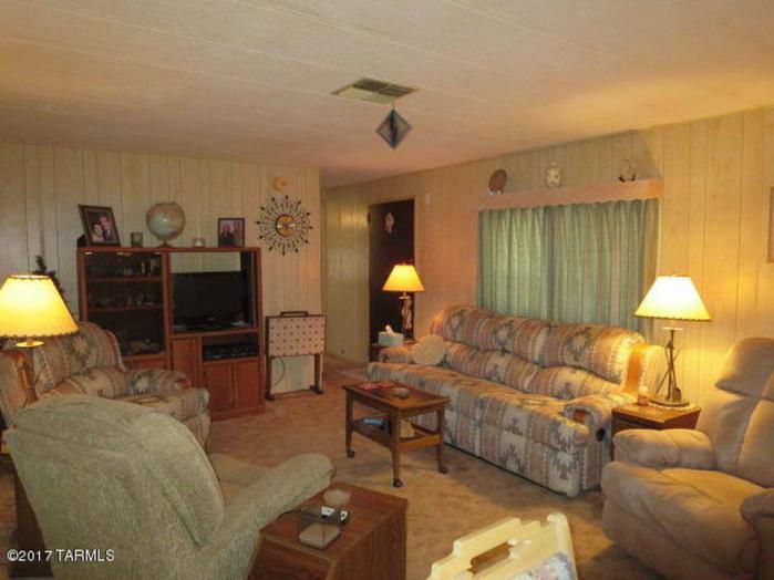 Fleetwood Festival / Broadmore Single Wide Living Room looking toward opposite side of kitchen - Favorite Classic Mobile Home Models of Mobile Home Experts