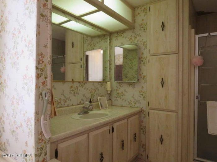 Fleetwood Festival (aka Broadmore Model) Single Wide Master Bathroom Sink and Shower Layout - Favorite Classic Mobile Home Models of Mobile Home Experts