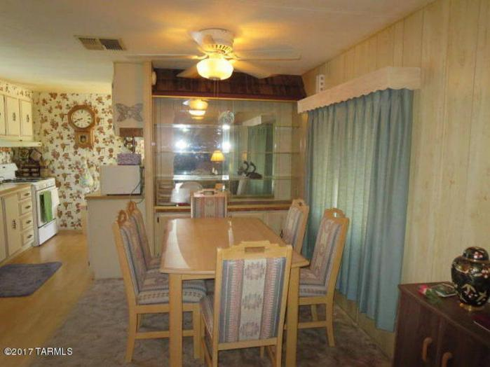 Fleetwood Broadmore Single Wide - Original Dining Room Design - Favorite Classic Mobile Home Models of Mobile Home Experts