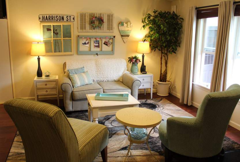Fleetwood Manufactured Home Makeover (living room)