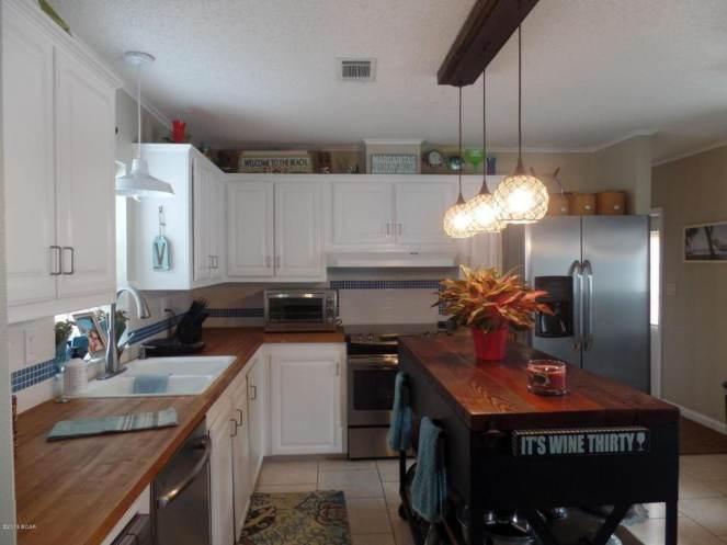 Gorgeous Single Wide Beach House -kitchens