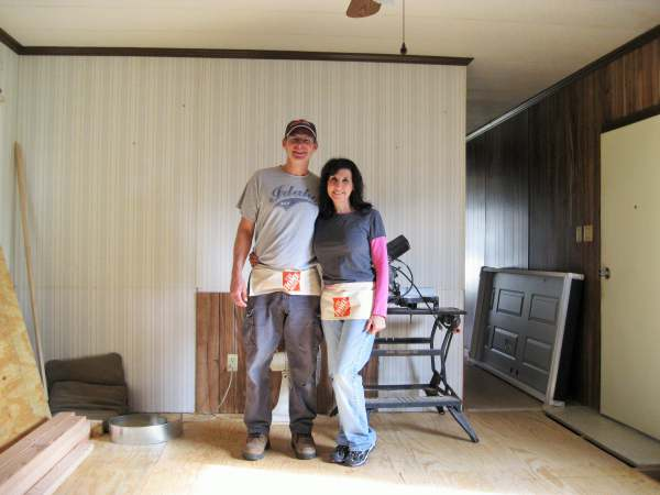 Happy homeowers remodeling their mobile home - diy manufactured home remodel
