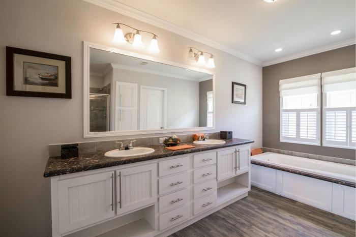 Hillcrest IV - Best Manufactured Home Design Winner 2016 - Master Bathroom