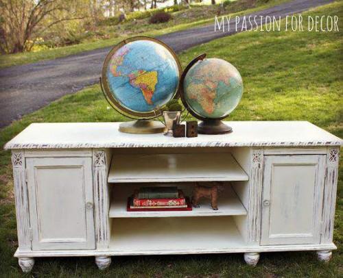 How to distress furniture - DIY tutorial