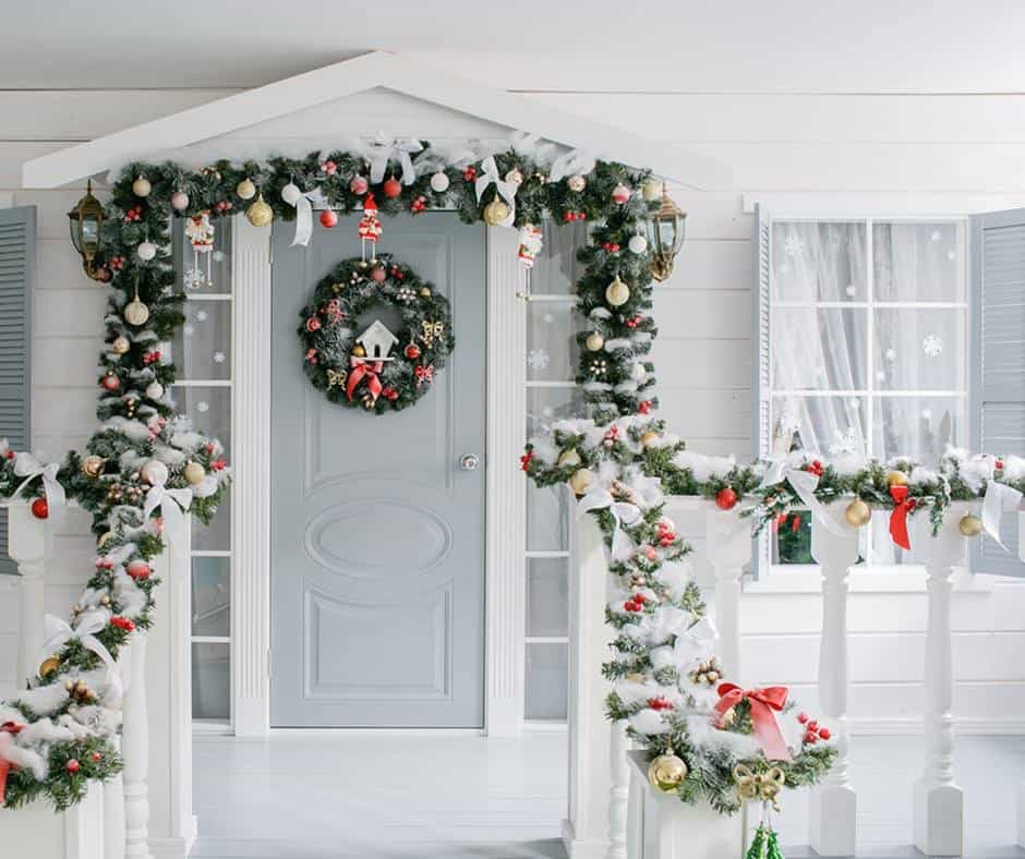 Budget Christmas Decorating: 27 Cheap DIY Christmas Decorations