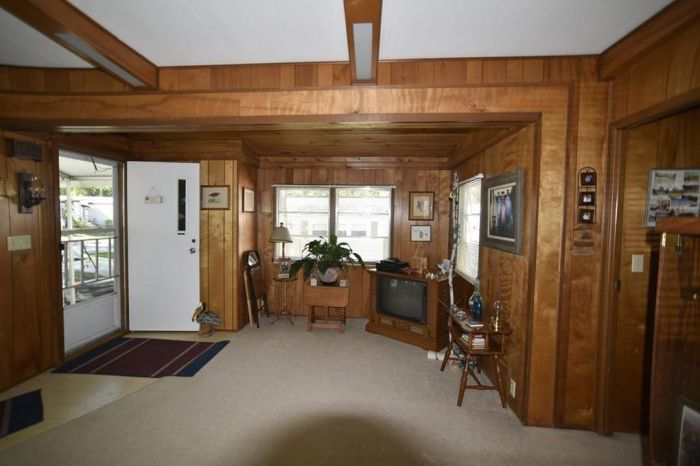 Our 10 Favorite Craigslist Manufactured Home Listings in July 2017 - original 1971 single wide