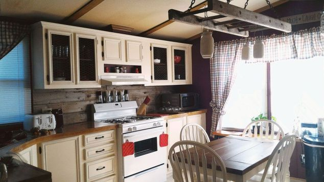 Mobile home gets rustic farmhouse kitchen makeover for Modular homes that look like farm houses