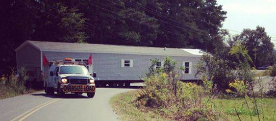 Moving a manufactured home - SavaConta -  Flickr