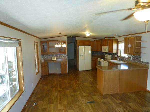 Our 10 Favorite Craigslist Manufactured Home Listings in July 2017 - 2011 Schult manufactured home in Montana - interior